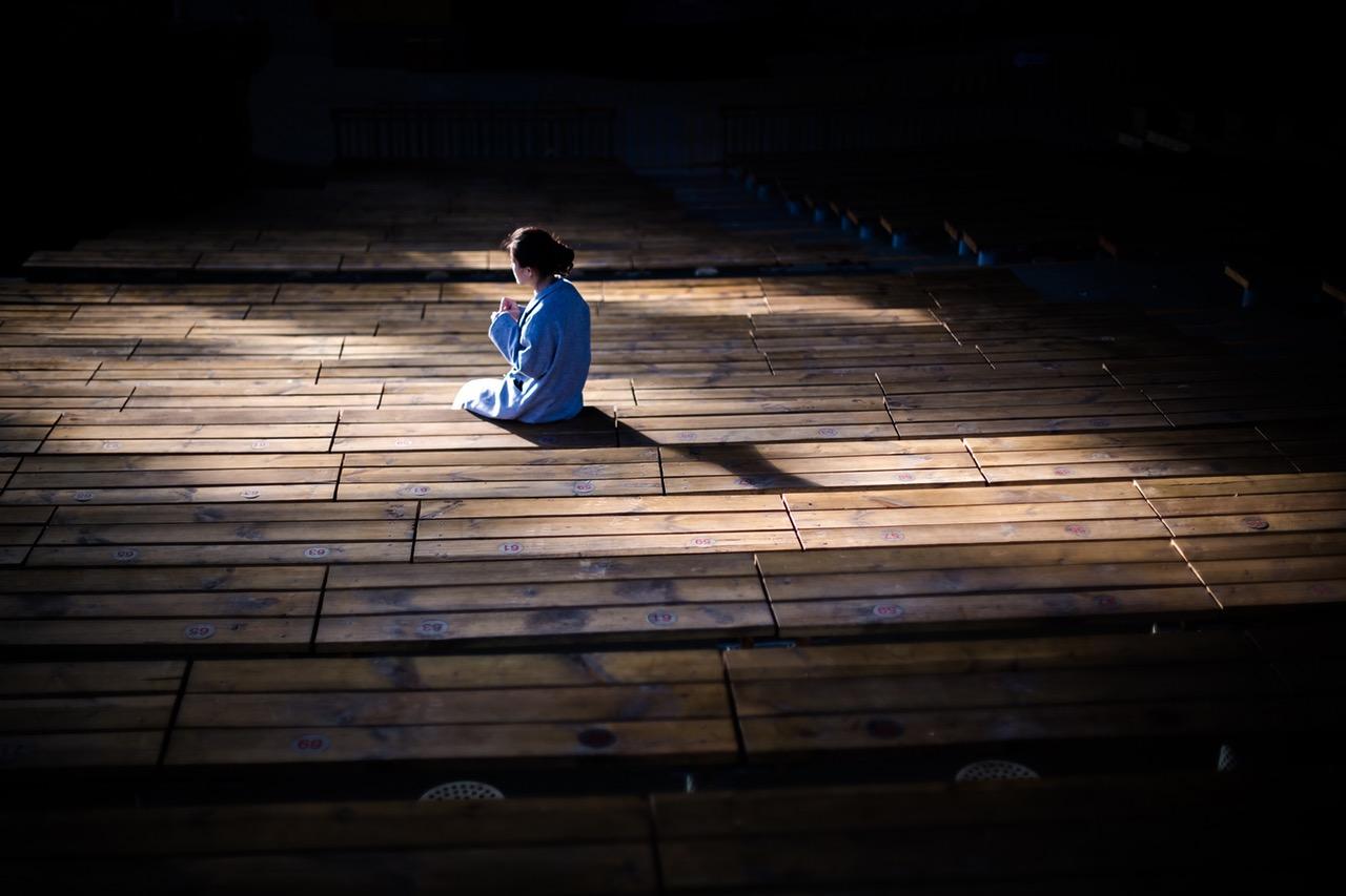 praying in light