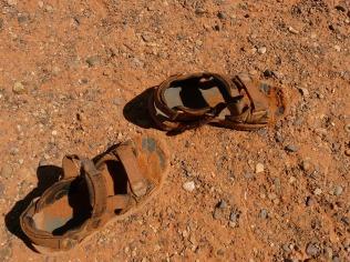sandals-4563_1280