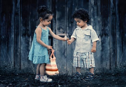 siblings-817369_1280
