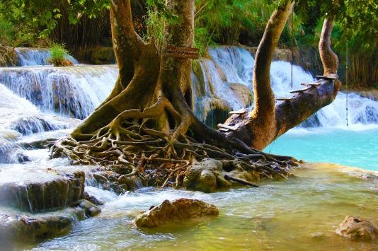 waterfall-981822_1280