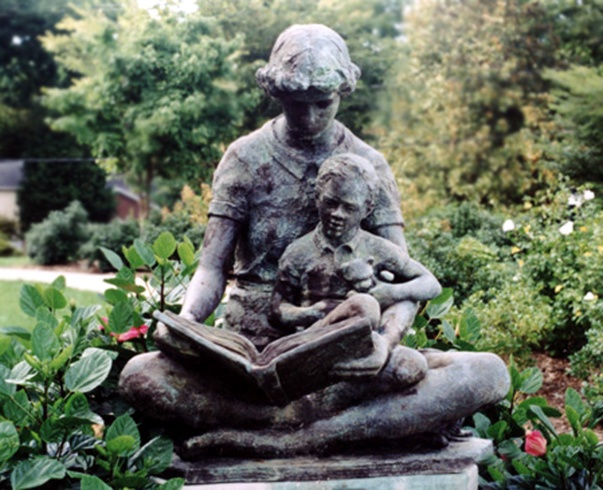 reading-statue-1528168