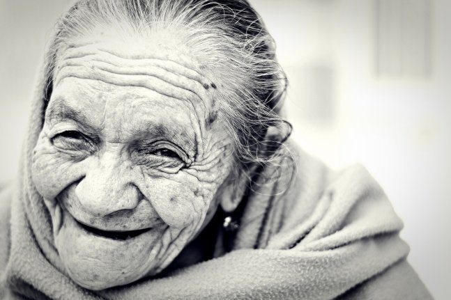 old woman-1031000_1920
